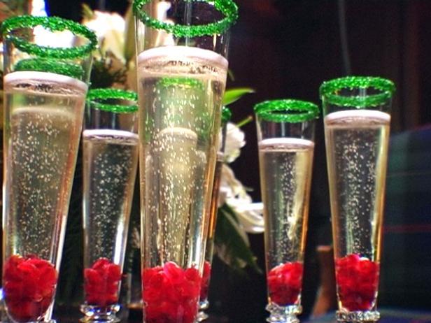 hchol_festive-drinks_s4x3-jpg-rend-hgtvcom-616-462